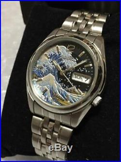Seiko 5 Modded Hokusai The Great Wave Ukiyoe Lacquer finished Black Dial