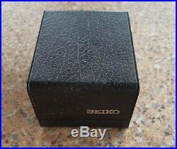 Vintage Seiko Quartz 4004 SQ 0903 8029 February 1976 Textured Chinese Day Wheel